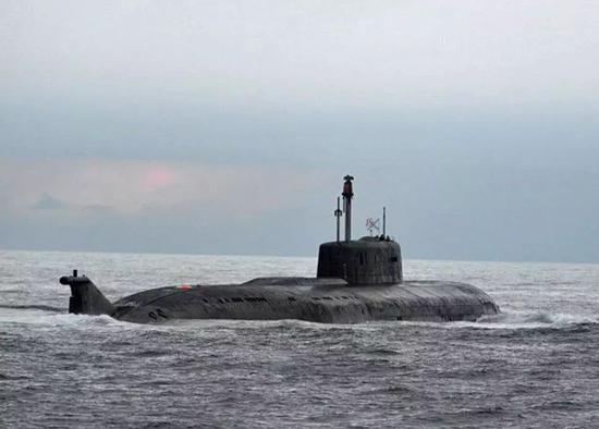 """△挪威海军跟踪""""奥廖尔""""号拍到的航行照片"""