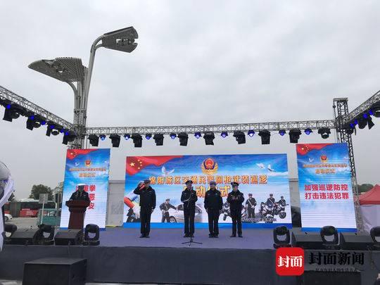 荷枪实弹 四川绵阳城区部分交警1月1日起带枪巡逻