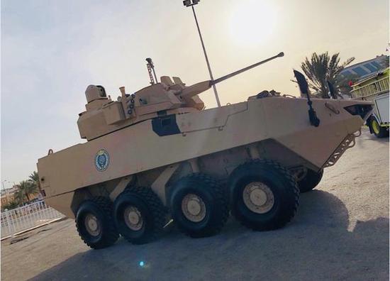 ▲进行机动性能演示的LAV-FSV 8X8轮式装甲车