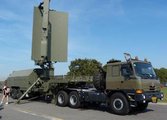 """图为印度空军的俄制ST-68U""""锡盾""""远程防空鉴戒雷达。"""