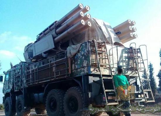 """图为叙利亚装备的""""铠甲-S1""""防空导弹系统。"""