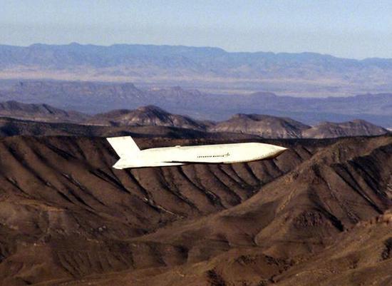 (图为AGM-158飞行中)