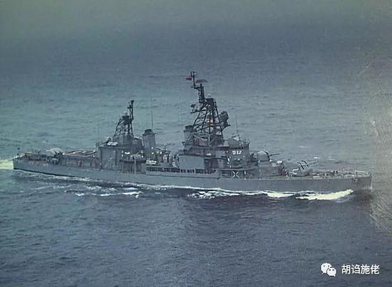 """▲ 完成改进后的""""南阳""""舰,可以注意其直升机库顶部的""""雄风一号""""攻船飞弹"""