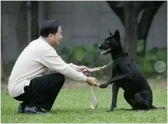 """陈水扁和他的""""勇哥""""。"""