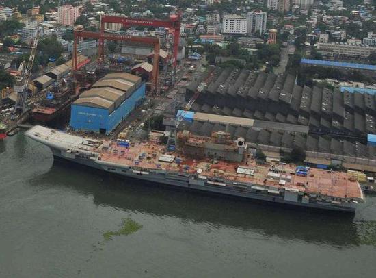 印度尚在建造中航母