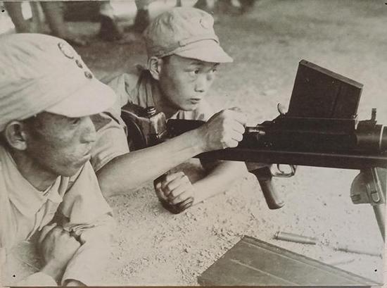 """这""""神枪""""能用来打坦克 抗日战争时解放军也装备过"""