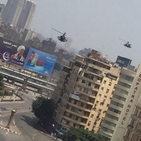 非洲总统出行:阿帕奇直升机和中国033潜艇为其保驾
