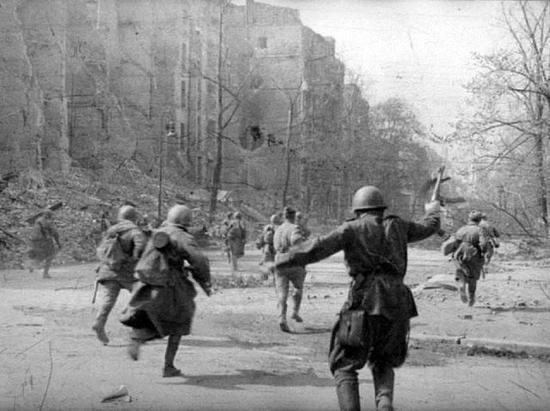 可以看出,二战俄国军人的单兵装具很简单