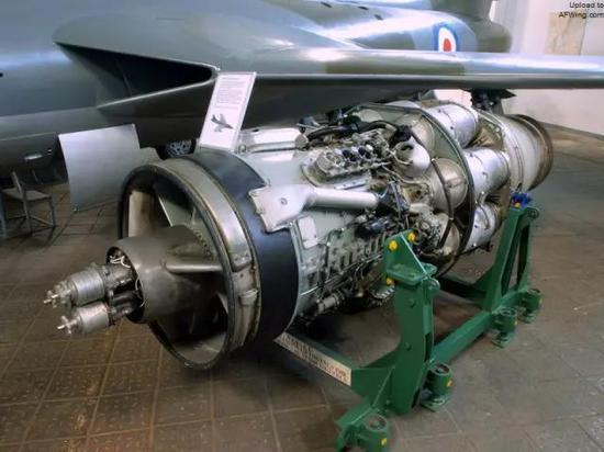 涡轮喷气发动机主要由压气机,燃烧室,涡轮,喷管等组成.