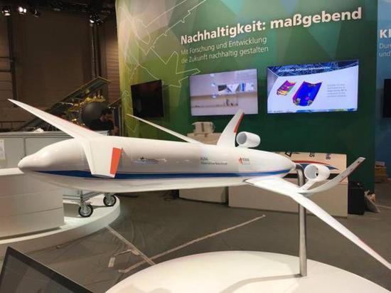 图为德国航太推出的低油耗低噪音客机模型。