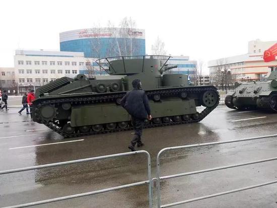 俄为阅兵耗巨资复制一款老爷坦克 多炮塔神教重现人间
