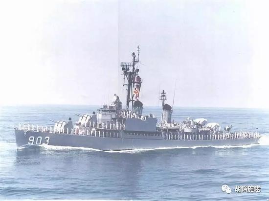 """▲ """"华阳""""舰的样子,可见作为精装舰,舰艏和舰尾的布局那是完全分裂的"""