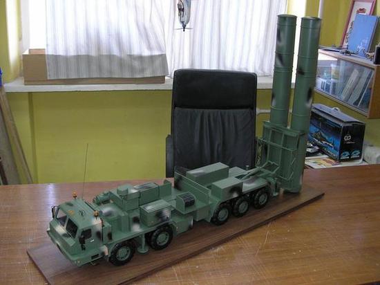 ▲S-500防空导弹模型