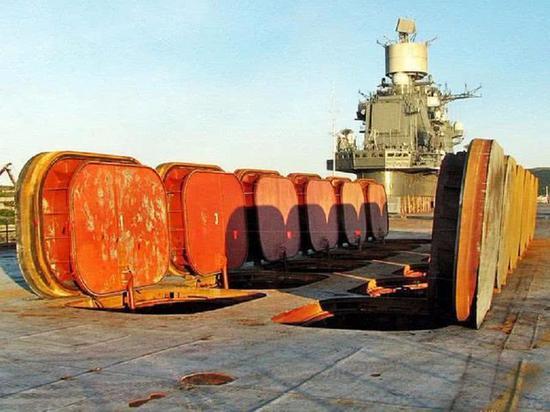 俄军唯一航母进厂大修却遇尴尬 发现船坞比航母还小