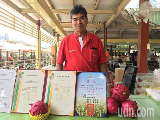 台湾果农义卖1500斤火龙果 要把所得全捐给日本灾民