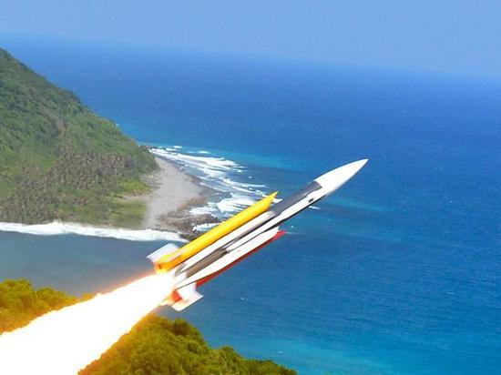 """中国军舰主炮直接轰向海面 炸出""""水墙""""来拦截导弹"""