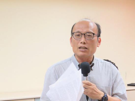 吴昆财认为台当局高中历史新课纲是秽史(图片来源:中评社)