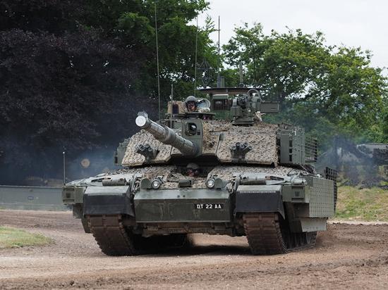 英军当年没选豹2坦克全因过度自信 如今青黄不接