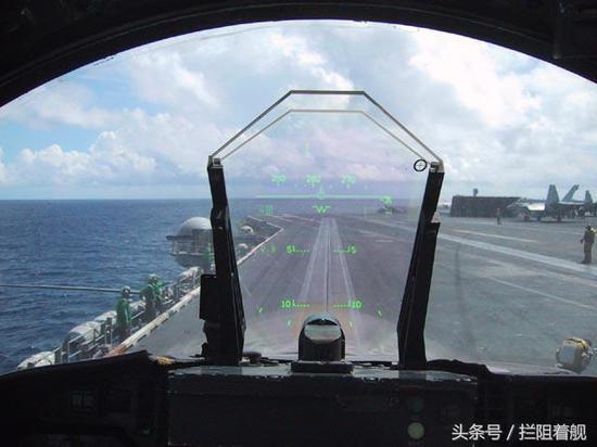 美F35飞行员头盔被曝漏光影响夜间着舰 6年来未修复
