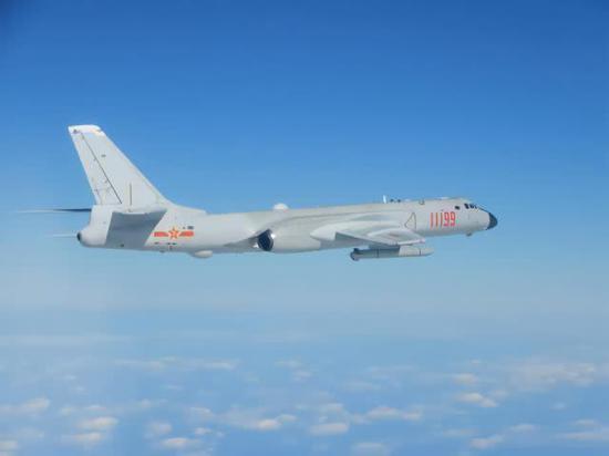 臺防務部門此前發佈的解放軍轟-6轟炸機照片。