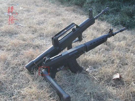 """△ 03步槍的槍托""""按鈕"""",這個按鈕是隨槍托折疊的,折疊后很不好按"""