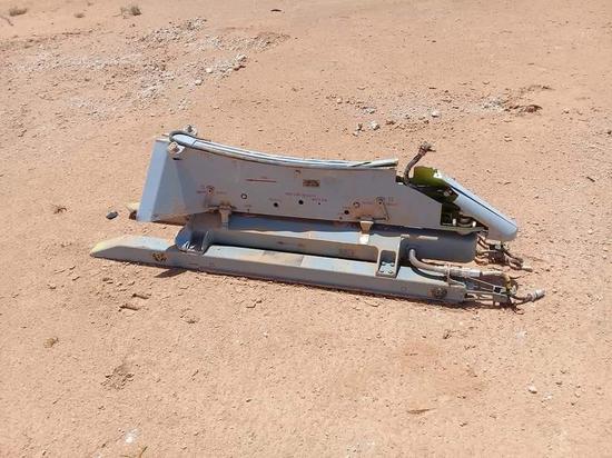 翼龍2雙聯裝掛架基本完好,外殼有所破裂