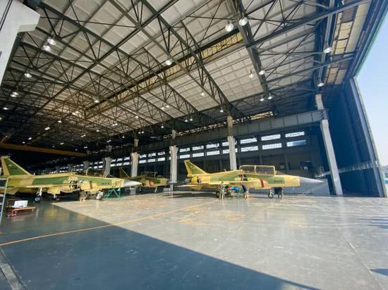 巴铁5个月造出8架双座枭龙战机