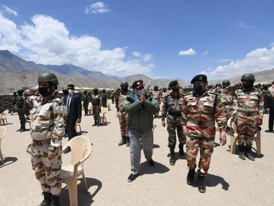 印军获高额财政授权采购武器 印媒叫嚣应对中国挑战