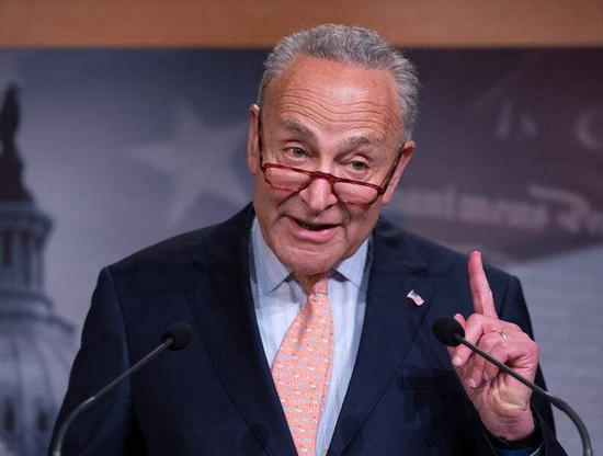 """美参议院民主党领袖演讲时被喷:""""你X都做不到"""""""