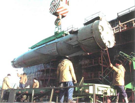 俄版055舰现身阅兵式 一轮导弹齐射干掉一艘超级航母