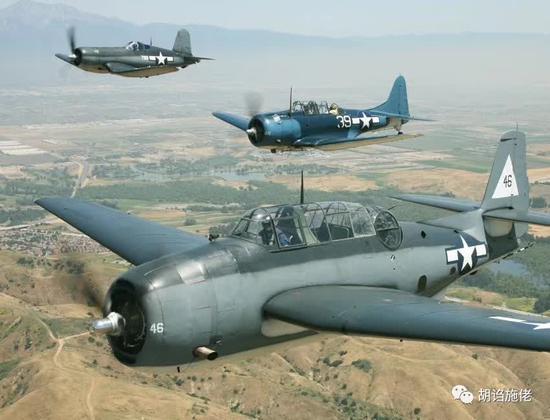 俯冲轰炸机和鱼雷机和战斗机……是不一样的
