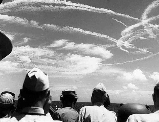 美军曾夜间起降损失77架舰载机 我军终于突破这道坎