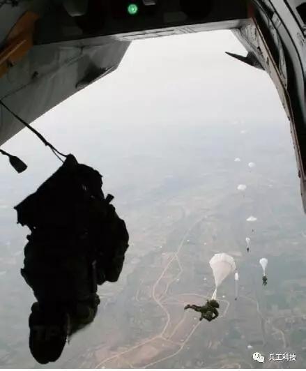 中国空降兵对南海意义重大 但得先解决这几个问题