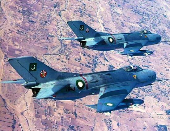 巴铁空军中校谈歼6:加速性好但飞行品质差难以驾驭