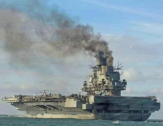 俄航母为何总是黑烟滚滚?原来他们居然给锅炉烧海水