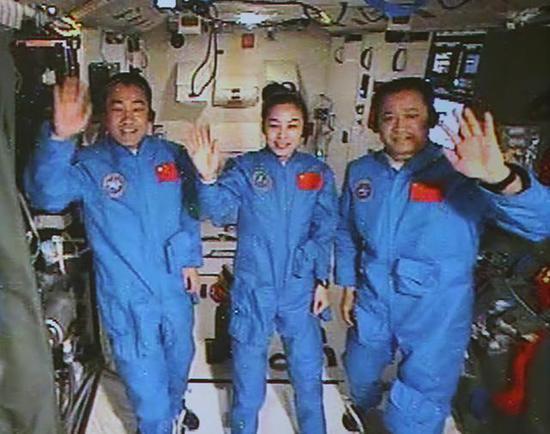 中国即将在月球开矿 美国为何炸毁自己的火箭发射塔