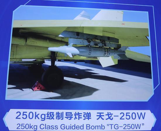 歼11战斗机也可以改装挂载250公斤级别的滑翔炸弹,所以还有继续使用的潜力