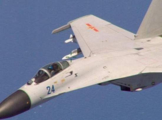 """英国《简氏防务周刊》刊文称,早在2001年中国歼-8与美军EP-3南海相撞,导致美方飞机迫降海南岛。此次中国可能也对美国最先进的P-8A""""动心""""了,企图制造碰撞对其进行捕获。如果中方捕获了美军P-8A,将对中国研发C919平台反潜机起到很大的帮助。"""