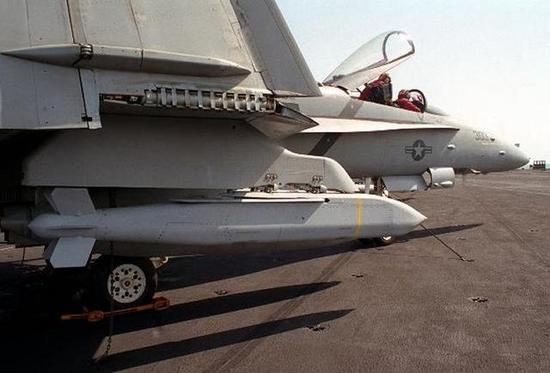 中国打破国外垄断再研新式武器:瞬间撒百枚炸弹灭美军一个坦克团