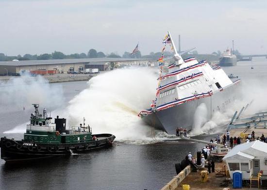 这张照片迅速打脸:中国最新驱逐舰下水没装球鼻艏被吐槽严重落后