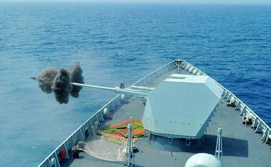 中国海军055万吨驱逐舰会换装新口径主炮? 军事专家有话要说