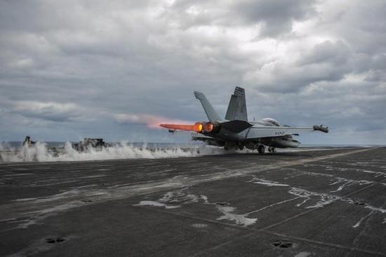 美最新改型舰载机偷偷摸进中国附近侦察:这才是美军现在真杀手锏