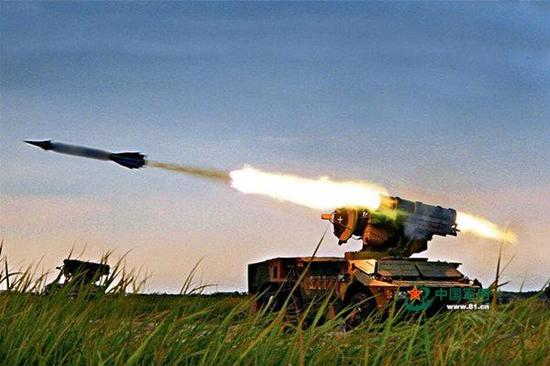 巴基斯坦高调展示新型防空导弹 印度看照片明白又是中国出手相助