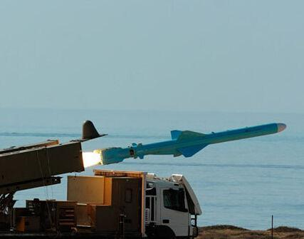 中国导弹在国外因实战一举成名 伊朗山寨导弹击沉美国提供的舰船