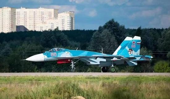 俄海军苏-33舰载机最新亮相 暴露一基本功能不如歼-15