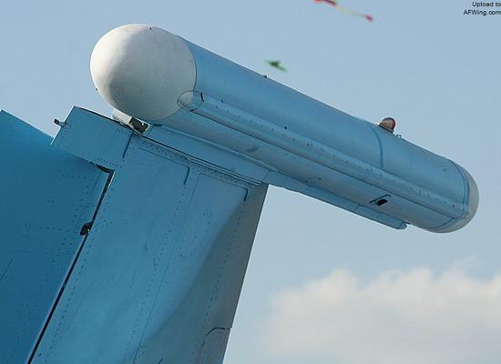"""苏-27""""侧卫""""战斗机系列在翼尖装备了SPS-171电子干扰吊舱"""