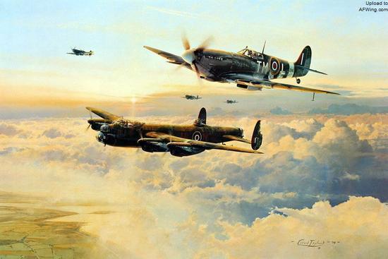 日出中在喷火战斗机掩护下返航的兰开斯特重型轰炸机