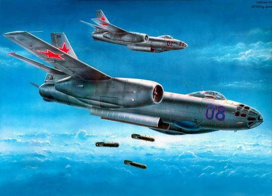 二战风格浓郁的伊尔-28喷气式轻型轰炸机在现代防空体系下几无生命力,我国在该机基础上仿制了轰-5轰炸机