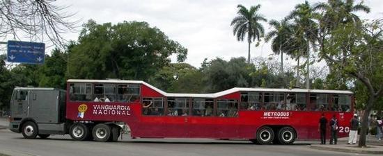 卡斯特罗豪购百万台中国大彩电,古巴人民每两家分一台