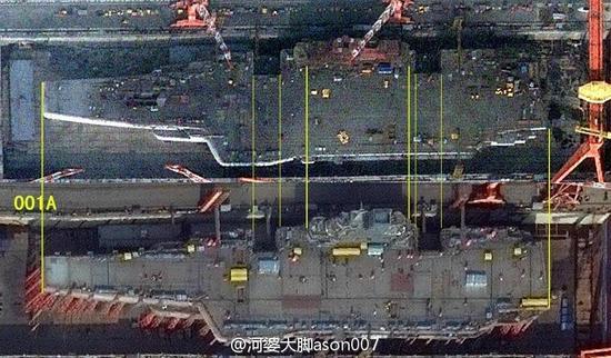 这多出来的地方可以停放一架战机,战机尾部冲着大海可以直接启动发动机进行测试,不影响甲板起降战机。